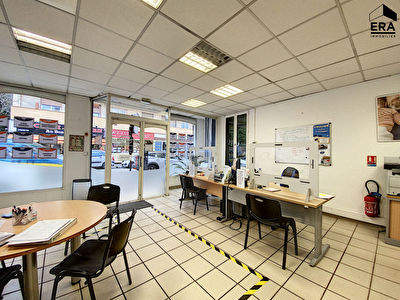 Top emplacement: Local commercial 85M² a louer